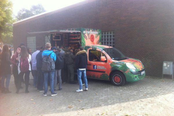 Brötchenwagen ersetzt vorerst Cafeteria