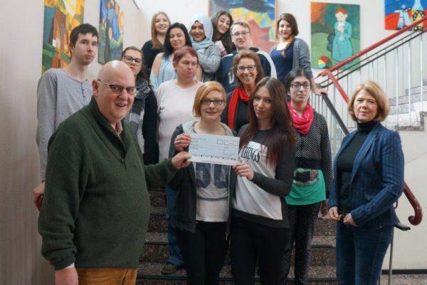 """Schülerfirma """"Küchenzauber"""" erhält 500 Euro"""