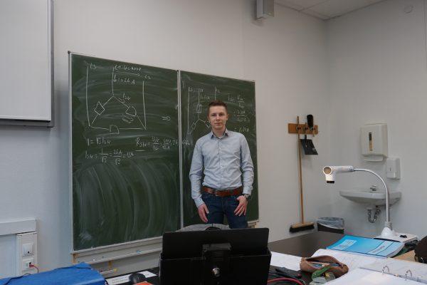 Landessieger zu Besuch im ersten Ausbildungsjahr der Elektroniker